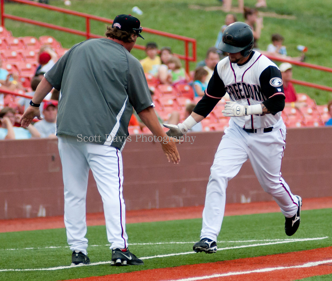 Florence Freedom Manager Toby Rumfield congratulates Justin Jacobs after home run.(Cincysportszone/Scott Davis)