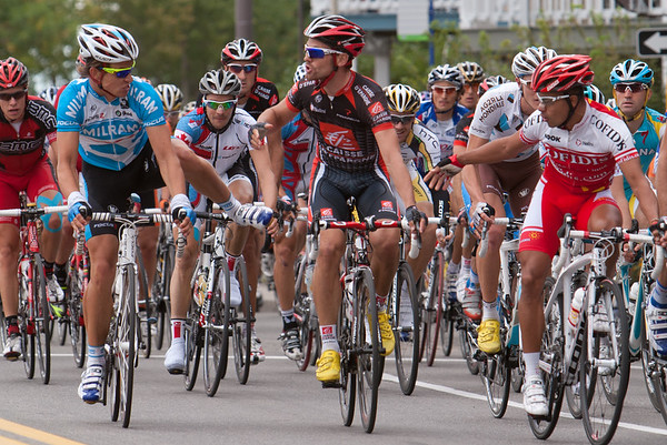 Gerdemann and Rojas fight during lap four of the Grand Prix du Quebec