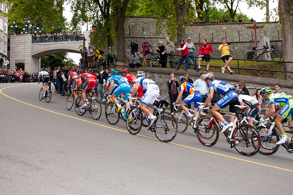 The chase rounds the bend in the climb up to old Quebec City