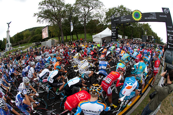 Riders lined up before the race begins.