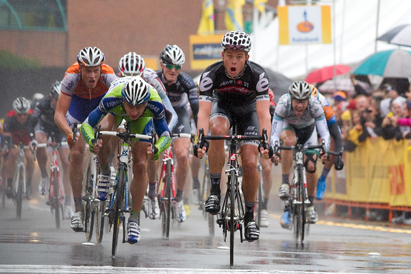 The peloton broke to pieces on the dangerous descent. Brett Lancaster (Cervelo) seems suprised to have taken the win over Peter Segan (Liquigas)!