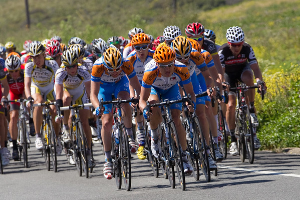Robbie Hunter and others from Garmin move to the front, whipping the pace for Zabreski.