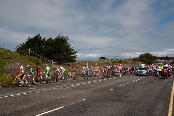"""True to their opportunistic form - the peloton have a mass """"natural"""" break."""