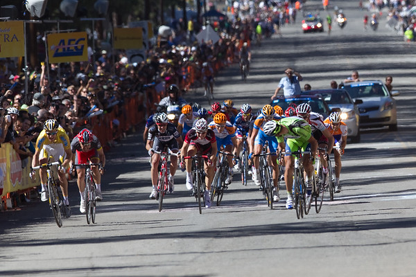It has come down to a bunch sprint of sorts, Sagan on the right, with Zabreski and Leipheimer on the left...