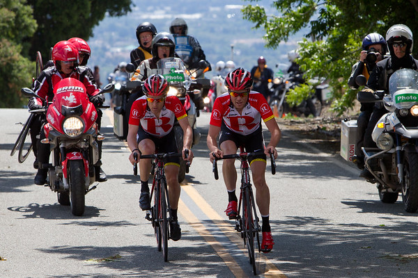 Behind him, Horner and Leipheimer have destroyed the field, moving away from the other contenders...