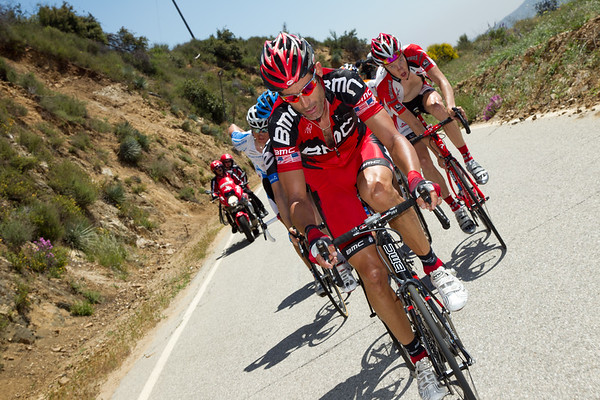 Ahead, Hincapie puts in a hard turn at the front of the escape.