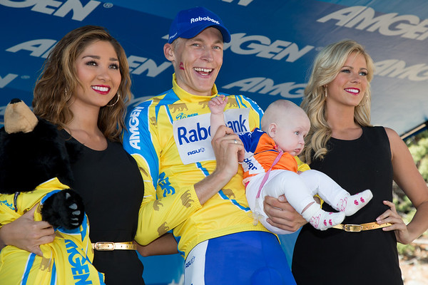 ...and with enough to take over the lead of the race. Something to celebrate with his daughter on the podium!