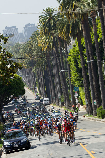 An escape is forming along the route to the circuits; there will be 5 laps through downtown LA today.