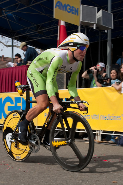 Mark Cavendish (Columbia Highroad) starts the time trial in the green Herbalife Sprinters Jersey.