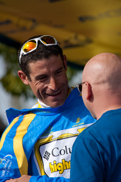 """George gets the """"Breakaway from Cancer Most Corageous"""" jersey from Evan Handler"""