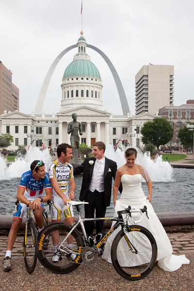 George Hincapie (Columbia HCT), Mark Cavendish (Columbia HCT) pose with newlyweds Matt and Breanne Lambert with the St. Louis arch in the background.
