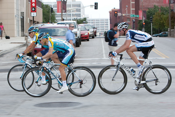 Back in the pack, Leipheimer and Voigt are near the front, looking to avoid a silly crash.
