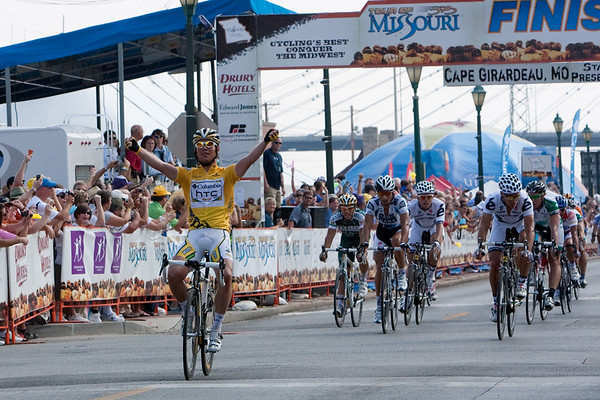 New day, same result - Cav easily outdistances a field puzzled about how to stop him.