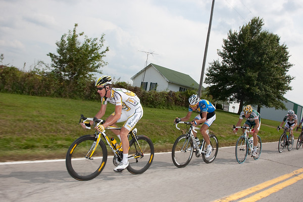 Another attack by 5 is giving it a go. Mick Rogers and Marcus Lungqvist are at the front.