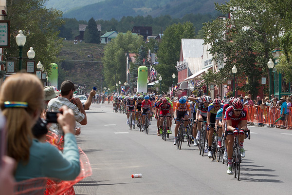 The peloton comes through less than 45 seconds later; Taylor Phinney in full TT mode to reel in the escape...