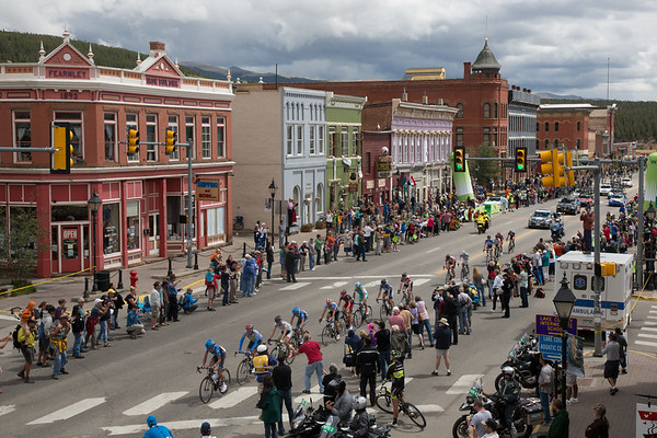 The break passes through Leadville just 2:40 behind Jens - they've only pulled back 20 seconds since the top of Independence...
