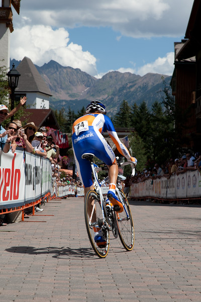 Laurens Ten Dam looks towards the climb ahead past the crowds in Vail.