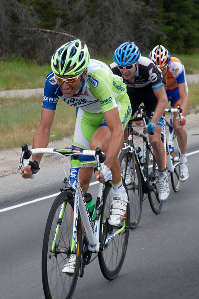 The three remaining members of the escape work to reel Andy back in, Basso is trying to make it two wins in a row for Liquigas.