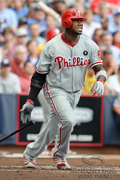 Philadelphia first baseman Ryan Howard (6) hits a single during the game between the Milwaukee Brewers and the Philadelphia Phillies at Miller Park in Milwaukee, WI. The Brewers defeated the Phillies 3-2 to end a five game losing streak.