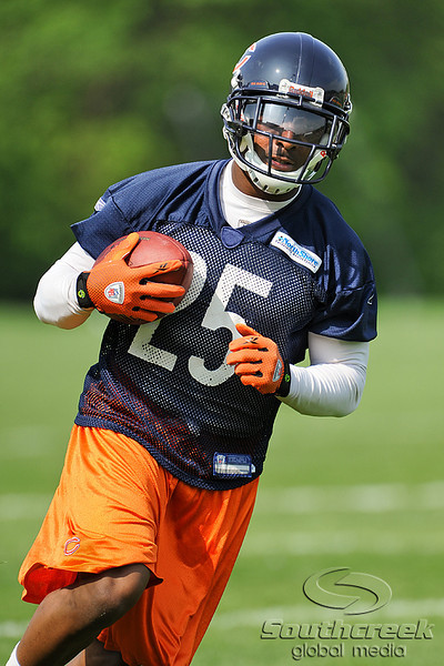 21 May 2010:  Running back Garrett Wolfe (25) runs with the ball during the Chicago Bears minicamp practice at Halas Hall in Lake Forest, Illinois.<br /> Mandatory Credit - John Rowland / Southcreek Global