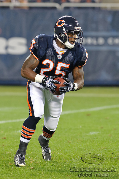 Chicago Bears running back Garrett Wolfe (25) takes a pitch during the preseason game between the Chicago Bears and the Oakland Raiders at Soldier Field in Chicago, IL. The Raiders defeated the Bears 32-17. <br /> Mandatory Credit: John Rowland / Southcreek Global
