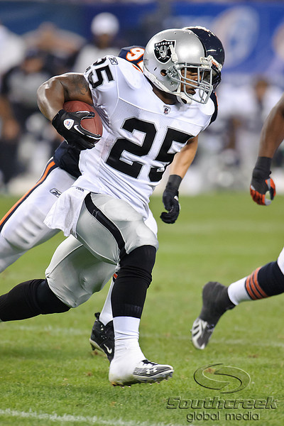 Oakland Raiders running back Rock Cartwright (25) runs around right end during the preseason game between the Chicago Bears and the Oakland Raiders at Soldier Field in Chicago, IL. The Raiders defeated the Bears 32-17. <br /> Mandatory Credit: John Rowland / Southcreek Global