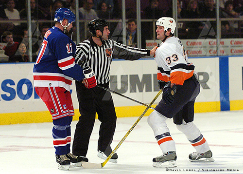 NEW YORK, Feb. 19 — New York Rangers winger Chris Simon and New York Islanders defenseman Eric Cairns square off to fight with each other, Thursday night, during a 6-2 Rangers win at Madison Square Garden.