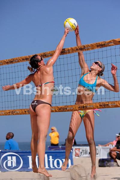 Suzanna Manole & Brittany Hochevar joust
