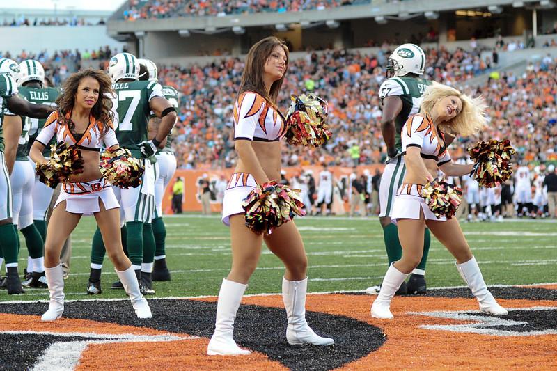 . The Cincinnati Bengals lead the New York jets 10 to 3 in the first half at Paul Brown Stadium in Cincinnati, Ohio.