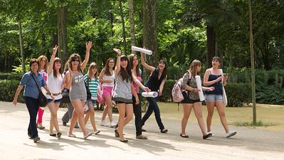 Sevilla - Parque de Maria Luisa - Etudiantes chantant à tue-tête !