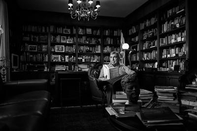 Una visita a la casa del dos veces expresidente de la República y Premio Nobel de la Paz el Dr. Óscar Arias Sánchez quien junto a su señora esposa Suzanne Fischel recibieron al equipo de HOLA Costa Rica. Trabajo realizado para la Edición Mayo 2015.