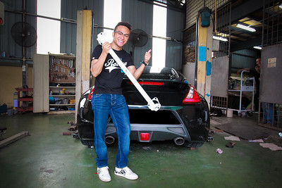 Shaiezy Sam with Vehicle Safety Bar - Malaysia Artist