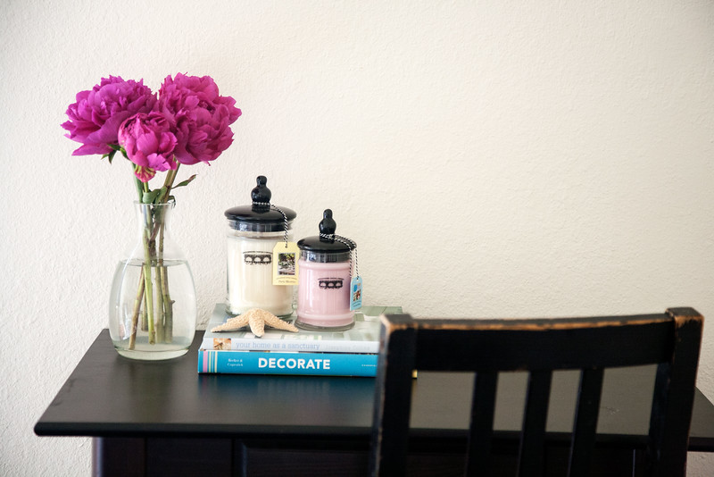 Keep your desk clutter to a minimum.