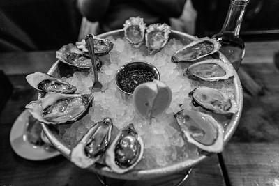 Raw Shucked Oysters. Hog Island Oyster Co - San Francisco Ferry Building - San Francisco, CA, USA