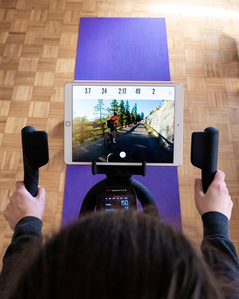 Faire du vélo à la maison, faire de l'exercice à la maison