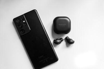 Samsung Galaxy S21 Ultra & Galaxy Ear Buds Pro