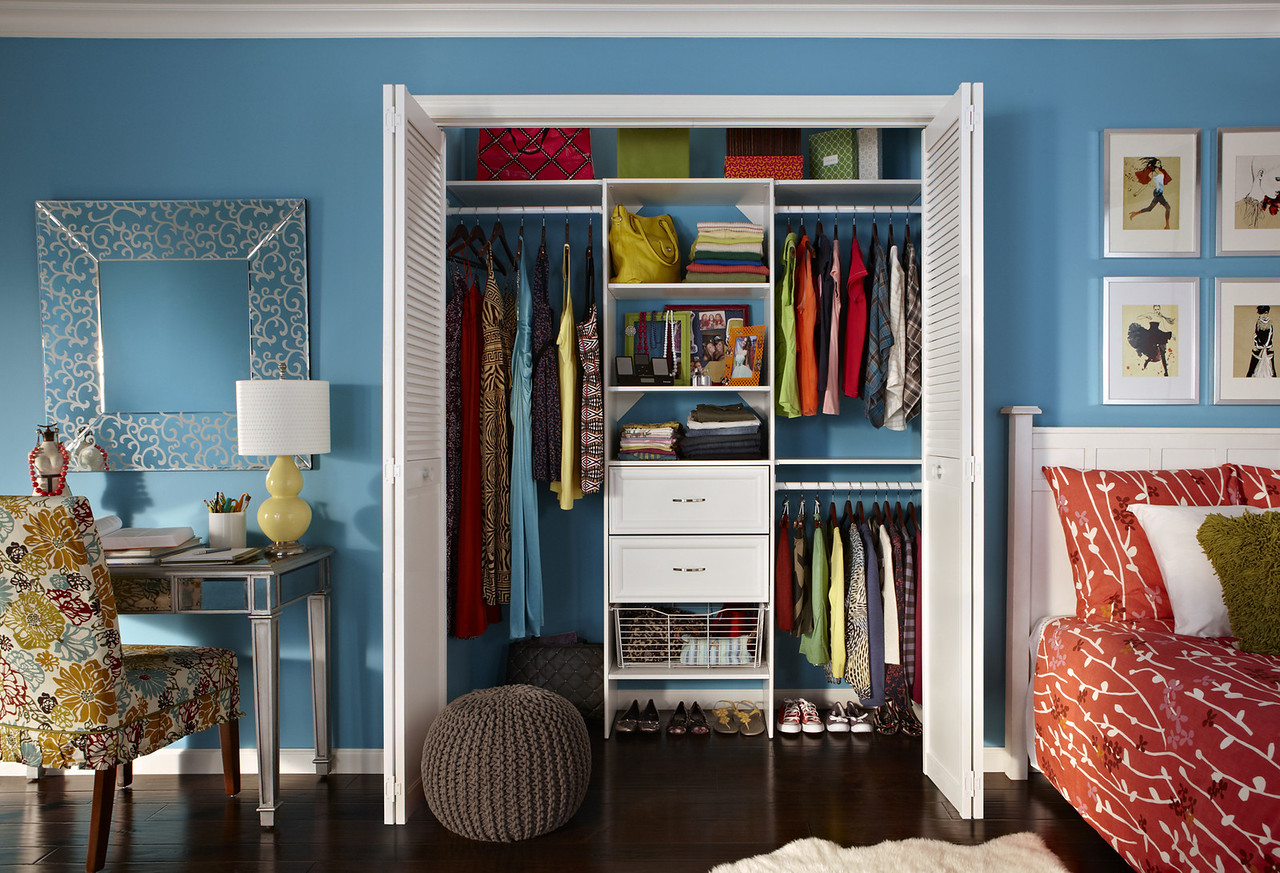 Teen's reach-in closet using ClosetMaid Selectives White