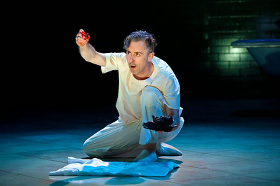 "Alan Cumming in ""Macbeth"" / Broadway 2013"