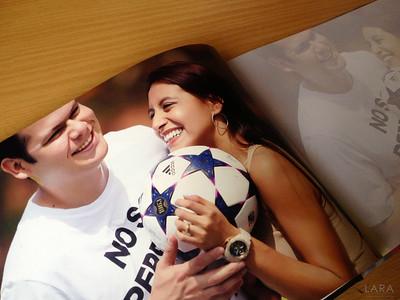Guestbook donde el interior contienen las mejores fotos de la sesion pre boda, pagina derecha sirve para que los invitados firmen.