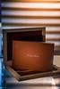Sotrybook ITALIANO tamaño 35cm x 25cm con 40 paginas. Maple Box con cover en cuero color moro. (Los acabados son personalizabas en base a cartilla de materiales)