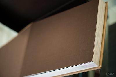 Storybook TREINTAS tamaño 30cm x 20cm con 30 paginas color Beige GUARDA DE TELA