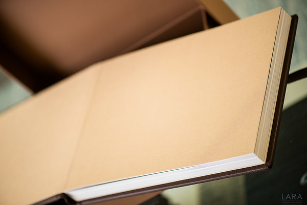 Storybook CUARENTAS tamaño 35cm x 25cm con 40 paginas color Chocolate GUARDA DE TELA