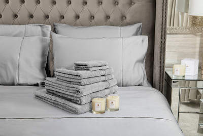 Silver Towels 2 Candles