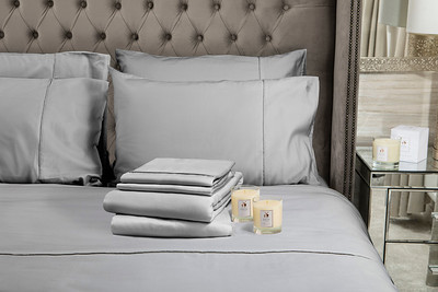 Silver Bedding stack 2 Candles