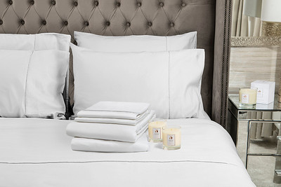 White Bedding stack 2 Candles