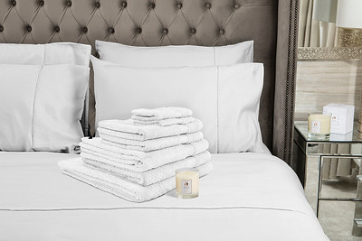 White Towels 1 Candle