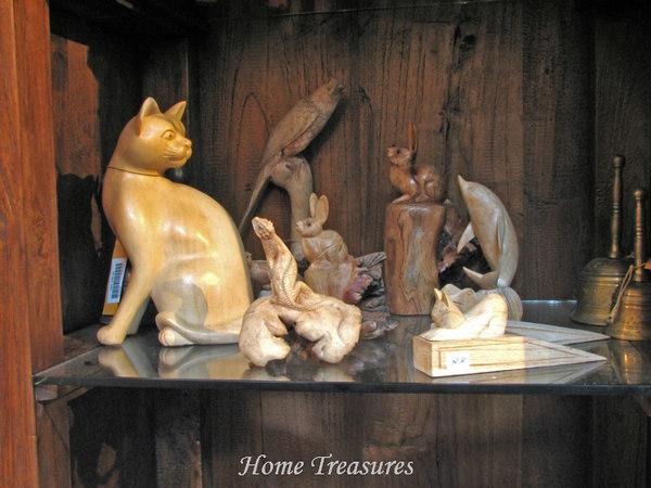Parasite wood animals carving
