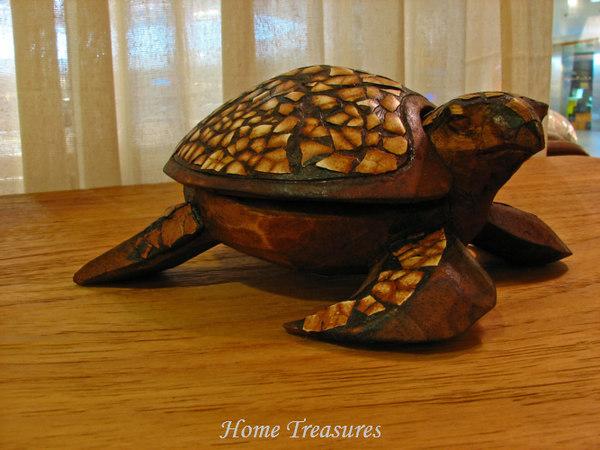 Wooden & eggshells tortoise