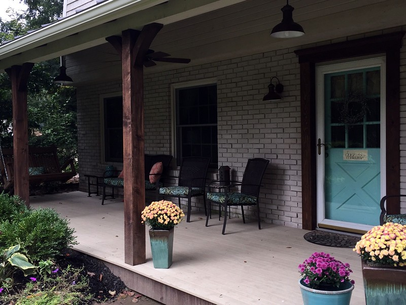 Front Porch with Wood Brace 61T3