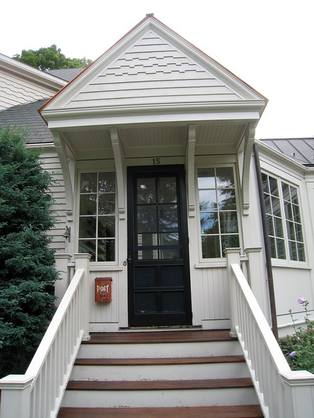 Front Porch with Wood Brace 65T10